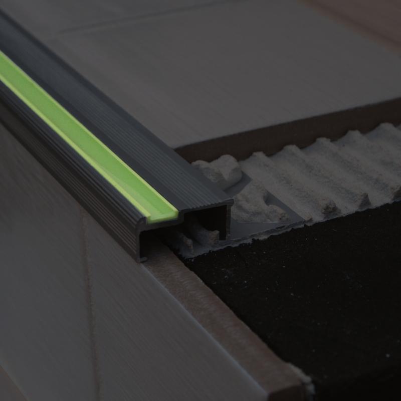 genesis aluminium aluminator tuile in escaliers bord alm 2. Black Bedroom Furniture Sets. Home Design Ideas